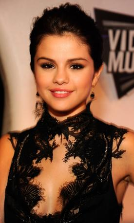 Get The Look : Selena Gomez at the 2011 VMA's