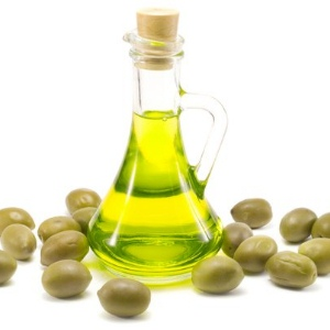 Beauty Tip: Extra Virgin Olive Oil for Glowing Skin